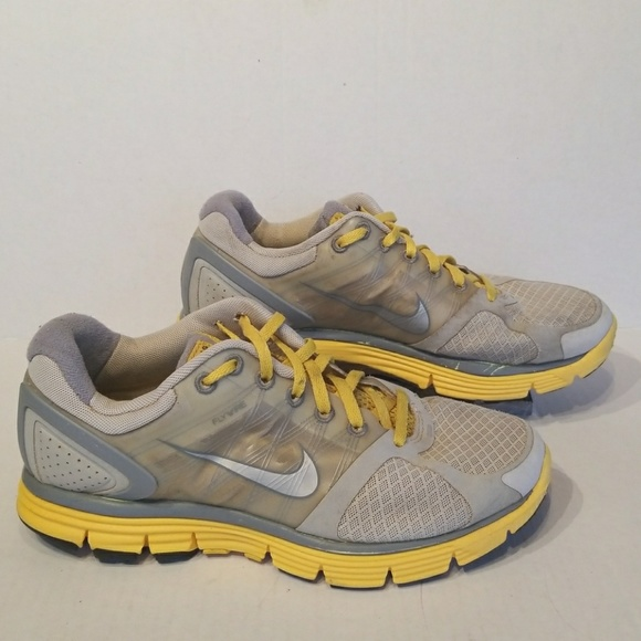 d4dc134001103c Nike Livestrong Flywire women s shoes size 8. M 5a85bf5dc9fcdf7fe7bc4a56